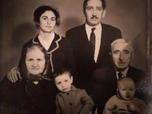Zaman Qayıbov, Fərid (oğul nəvəsi), Fərəh (oğul nəvəsi), həyat yoldaşı Aleksandra, oğlu Kənan Qayıbov və həyat yoldaşı