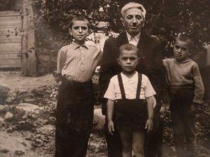 Zaman Qayıbov və qız nəvələri- Nail, Çingiz, İqbal