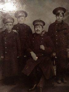 Zaman Qayıbov (solda birinci) gimnaziyada təhsil aldığı illər